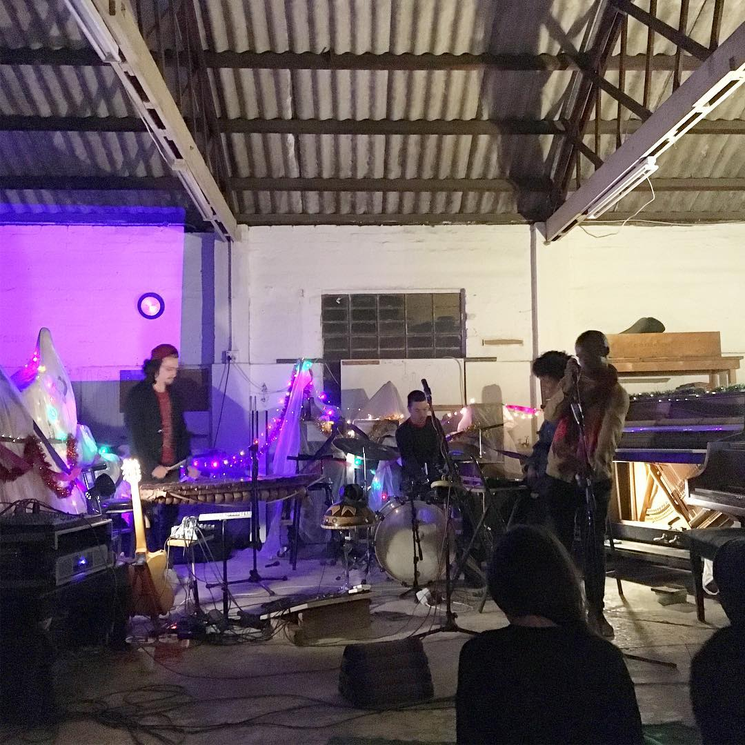 Inye performing at the Betwixt Festivus edition.